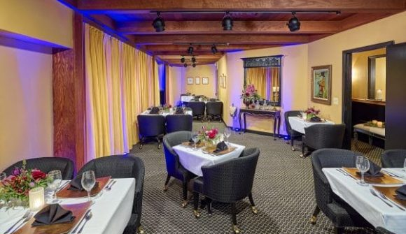 Chanhassen Dinner Theatres The Directors Suites Lobby broadway show room v1 e1564416537967